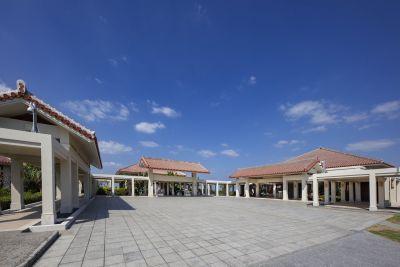万国津梁館 外観(中央)